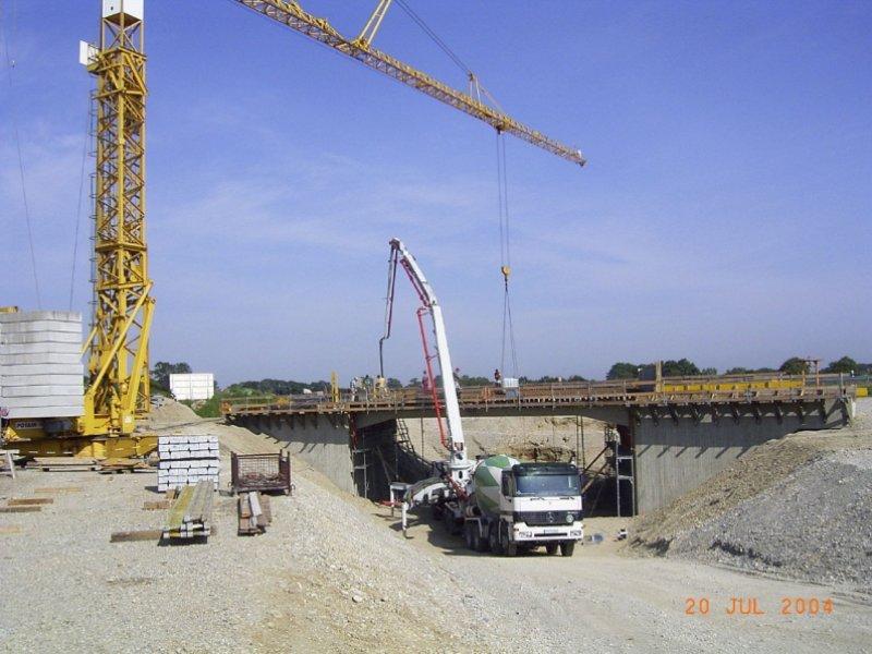 Brückenneubau Umgehung Neulindach/B471in FFB, Betonieren Überbau